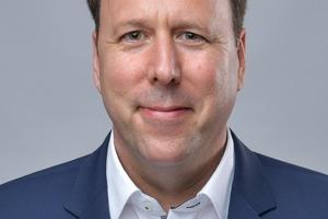 """<irspacing style=""""letter-spacing: -0.02em;"""">Autor: Jörg Balow </irspacing><irspacing style=""""letter-spacing: -0.02em;"""">ist Associate Director bei Arup Deutschland GmbH. Er sammelte seine Erfahrungen im technischen Betrieb von Gebäuden in über 30 Jahren Berufstätigkeit in einem internationalen Planungsbüro und in ausführenden Generalunternehmen der TGA. Er ist Autor verschiedener Fachbücher und Kommentare sowie Schulungsleiter beim VDI Wissensforum. Seit einiger Zeit ist er Vorsitzender der VDI-Richtlinien 6010 Blatt 1 bis Blatt 4 und VDI 3814 Blatt 4.1 sowie stellvertretender Vorsitzender der VDI-Richtlinie VDI 3819 Blatt 2. Er leitet den STLB-Bau-Arbeitskreis 070 Gebäudeautomation beim GAEB, unterstützt die Überarbeitung der AMEV-Empfehlung """"Gebäudeautomation 20xx"""", war an der Überarbeitung der DIN 18386 (ATV VOB Teil C) beteiligt und arbeitet an der neuen VDI-Richtlinienreihe 3814 aktiv mit. Jörg Balow ist Mitglied im Fachbeirat TGA sowie im Fachausschuss Elektrotechnik und Gebäudeautomation des VDI und Beiratsmitglied der Gesundheitstechnischen Gesellschaft in Berlin.</irspacing>"""