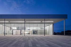 Ansicht Eingangsbereich vom Neubau der Filterfabrik B. Braun Melsungen AG in Wilsdruff Sachsen Neugebauer Roesch Architekten