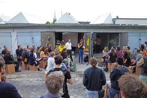 Eine öffentliche Kundgebung der Initiativen gegen die Privatisierung des Gewerbeareals am Mehringdamm in Berlin