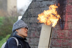 Terunobu Fujimori. Karbonisierung von Hölzern für ein Teehaus auf der<br />Raketenstation Hombroich
