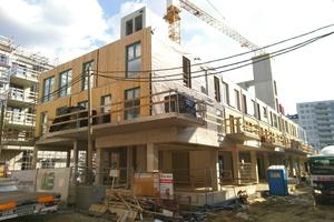Die Wohngruppe entschied sich für einen Holzbau, der mehr kostet als Beton. Aus Kostengründen wurden dann Unter- und Erdgeschoss in Stahlbeton ausgeführt