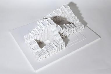"""Ella Bortenschlager und Andrea Irion (1. Preis), Universität Stuttgart, Projekt """"RE-LOOP"""", Modell"""