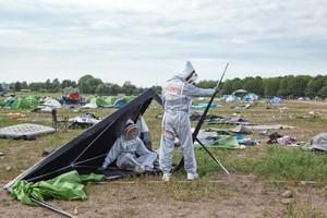 Das Projekt Re: Camp. Noch funktionierende Festivalabfälle sollen für neue Festivalbesucher in den Wiederverwendungszyklus zurückgeführt oder für Projekte im Stadtraum wiederverwertet werden