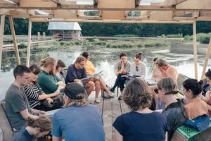 Eine öffentliche Diskussionsrunde um über Aspekte der Stadt nachzudenken