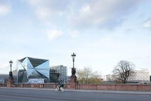 Cube Berlin, von der Moltke Brücke über die Spree aus gesehen