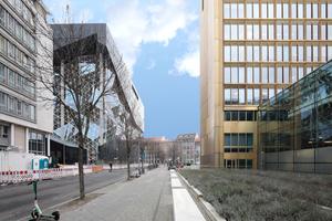 Rechts das Axel Springer Stammhaus: die goldene Hochhausscheibe<br />