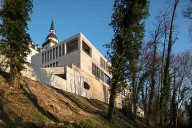 Das neugebaute Forum von caspar. zeigt - mit respektvoller Gestaltung lässt sich ein historisches Gebäude mit einem modernen Anbau vereinen