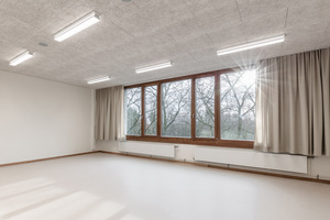 Die Innenraumgestaltung wurde bewusst reduziert, um den SchülerInnen Raum zur Bespielung zu geben