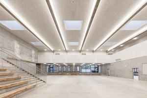 Die Unterrichtsräume in den Neubaukörpern sind jeweils um ein Atrium angeordnet
