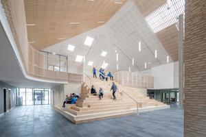 Die akustisch wirksamen Oberflächen variieren mit den funktionalen Anforderungen der Räume