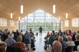 Neben der Erweiterung der International School gab es einen sehr viel größeren Bedarf der Gemeinde von Ikast für Räume des Austauschs und der Begegnung