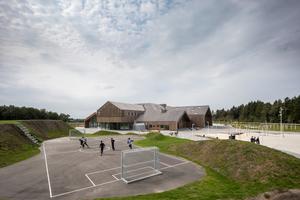 Durch das Einbringen der Gemeinde, der lokalen Gewerbe und Stiftungen konnten die Architekten ein Haus planen, das allen Bedürfnissen gerecht wird