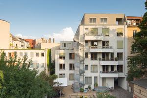 Trotz der dichten Kiezlage, sind alle Einheiten (60 bis 160 m<sup>2</sup>) helle und lichte durchgesteckte Wohnungen mit einer ruhigen Seite zum Block-inneren