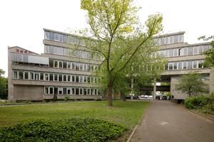 """Institut für Hygiene und Mikrobiologie, dem """"Mäusebunker"""" benachbart"""