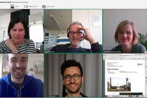 Heftpartnergespräch via Internet: oben die Redaktion, unten (l.) Andreas Krauth und Urs Kumberger, Teleinternetcafe, Berlin<br />
