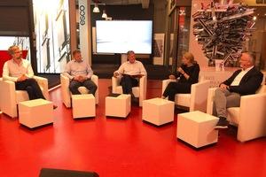 Dr.-Ing. Jan Wurm (Arup), Markus Rink (omniCon), Dr. Christine Lemaitre (DGNB) und Dr. Thomas Welter (BDA) diskutieren mit Moderator Martin Prösler