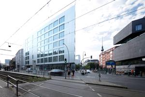 Mit 21 anderen nominiert zum DAM Preis 2021: das Suhrkamp Ensemble in Berlin von Bundschuh Architekten, gleich gegenüber vom Wohnhaus Linienstraße 40, ebenfalls Bundschuh