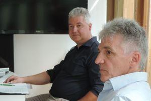 hinten: Kurt Gobs, Teamleiter Linit Linzmeier Bauelemente GmbH, vorne: Holger Krehl, Key Account Manager Fassade Schöck Bauteile GmbH