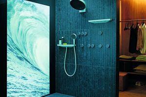 """Die hansgrohe """"RainTunes""""-Dusch-szenarien ermöglichen die Synchronisation der Wassertemperatur und -intensität mit Licht, Duft, Musik und<br />Bewegtbild"""