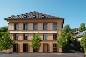 """<irspacing style=""""letter-spacing: 0em;"""">2226 Lingenau: Das Therapiezentrum im österreichischen Lingenau ist im Stil der Bregenzerwälder Bautradition mit Holzschindeln verkleidet. Die Konstruktion besteht aus 50 cm starken Ziegelwänden, die als Speichermasse für das konstante Innenraumklima dienen</irspacing>"""