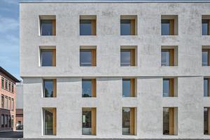 2226 Emmenweid ist ein energetisches Novum in der Schweiz: Der Ersatzneubau hat Volumen und Dachform des Vorgängerbaus übernommen und erreicht komfortable Innenraumtemperaturen ganz ohne Technikeinsatz