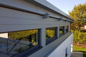 Fassadenbekleidungen aus Faserzement sind schlank, stabil und stoßfest, sie schrumpfen oder quellen nicht und werden unter extremsten Klimabedingungen nicht rissig