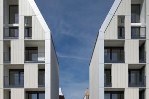 Nachhaltigkeit war ein Thema bei der Entwicklung des modernen Quartiers Grand Large in Dünkirchen/FR. Die Fassadem bilden mit ihrem prägnanten Look einen Eyecatcher am Quai (Giebelwohnhäuser am Quai de la Cunette, Dunkerque ZAC Grand Large /FR - ANMA/Agence Nicolas Michelin & Associés