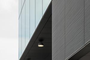 Die 54 technisch verschiedenen Fassadenelemente wurden als Sonderkonstruktionen ausgeführt