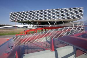 Fassade mit passiver Anpassung: Adidas Campus World of Sports (Behnisch Architekten)