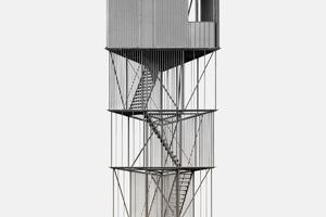 """Der """"Tower"""" zur Beobachtung der Wildvögel auf dem Gelände in Tipperne wirkt filigran und ist nur auf der obers-ten Ebene geschlossen. Die Konstruktion bietet dem Wind wenig Widerstand, der verzinkte Stahl ist optisch zurückhaltend"""