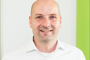 Dr. Hendrik Seibel ist zertifizierter Scrum Master, Prozessmoderator und Architekt. Seibel befasst sich mit der Umsetzung agiler Prinzipien und der damit verbundenen neuen Arbeitsweise in Architektur- und Ingenieurbüros. Seine Erkenntnisse waren Anstoß zur Entwicklung des Webtools tick@time, das als eine der ersten Hybridlösungen die intuitive Verknüpfung agiler Arbeitsweise bei gleichzeitig gewohnter Darstellung des Baufortschritts im Balkendiagramm ermöglicht.www.architekturconsult.com
