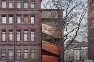 Skulptural: ergänzte Fluchttreppe am<br />Kollegiengebäude I