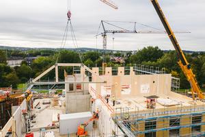 Bis Anfang November kommen 1200 m³ hochpräzise vorgefertigte Holzelemente auf die Baustelle der Universität Witten