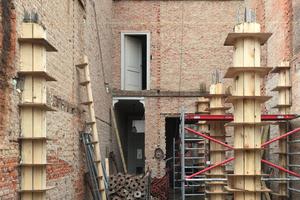 Nachdem wesentliche Teile des Bestands abgerissen waren, begannen die Arbeiten für die neue Gebäudestruktur