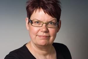 Autorin: Inga Schaefer ist freie Architektur- und Baufachjournalistin mit Schwerpunkten im Bereich Klimagerechtes Bauen, Technik und Holzbau. Sie arbeitet als freie Redakteurin für die DBZ Deutsche BauZeitschrift und als Autorin. www.form-tl.de