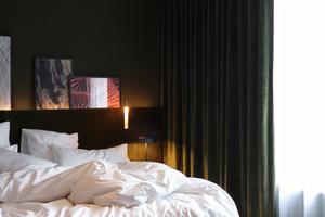 25 individuell gestaltete Zimmer, Bar, Lounge, Spa-Bereich, Veranstaltungräume sowie ein Private Dining Room sind im Château de Vignée von landschaftlichen Elementen der Ardennen inspiriert