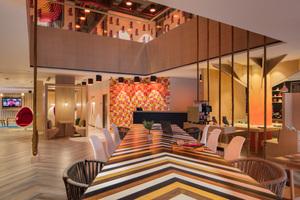 Das farbenfrohe Konzept von Ginger Goa läd die Gäste mit spielerischen Details zum interaktivenVerweilen ein