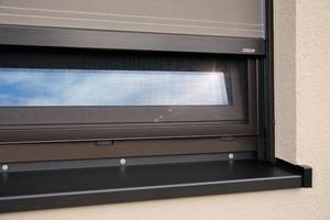 Die Fenster-Markise ist auch mit Insektenschutz kombinierbar.<br />