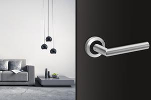 Der Türgriff Rhodos in der neuen Farbkombination Edelstahl matt/Kosmos Schwarz, ideal für modern gestaltete Räume.