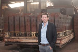 Dr. Dirk Deppe studierte Glastechnik und Keramik und ist seit 2002 Geschäftsführer der Deppe Backstein-Keramik GmbH.