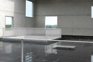 Der teils überdachte Dachgarten ist wasserdurchlässig geworden und länger schon gesperrt