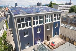 Kromatix-Module aus der Schweiz in verschiedenen Größen und Farben bilden Fassade und Dach an einem sanierten Kohlesilo in Basel/CH