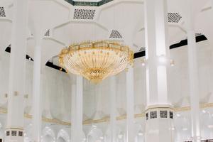 Architekt im Gebetssaal (45m Deckenhöhe) unter riesiger Kuppel(72m hoch)