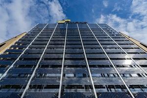 Emons-Verwaltungsgebäude mit 55qm großer Photovoltaik-Glasfassade.<br />