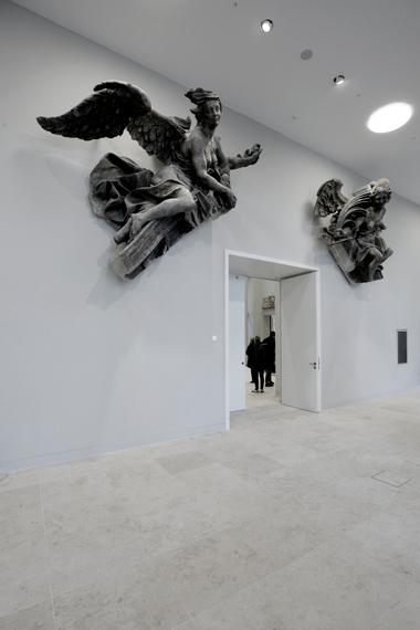 Eintritt Skulpturensaal hinter dem östlichen Zugang: Die Engel sind echt und von daher wunderschön