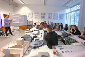 In gemeinsamen, aufeinander aufbauenden Workshops mit externen Referenten (hier mit Thomas Wach, Wandel Lorch Architekten),...