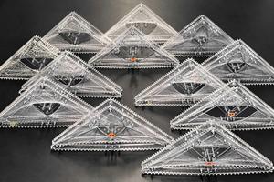 Mit einem robotischen Wickelprozess wird jedes einzelne Fassadenelement individuell an die Erfordernisse der Nutzung angepasst