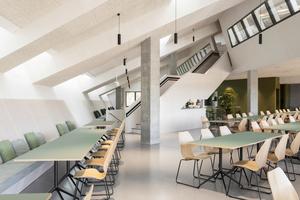 Die Büroflächen sind Orte, die verschiedenste Formen der Zusammenarbeit und immer wieder neue Konfigurationen erlauben