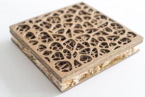 Die äußerliche Schicht der Acoustic Web Platte ist mit einem Laser ausgefräst. Der Kern wird aus einer Stroh/Zellulose-Fasermatte hergestellt
