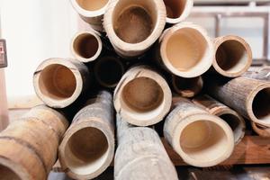 Bambus ist als günstige, leichte, starke und erneuerbare Ressource eine attraktive Alternative zu Stahl oder Holz im Bauwesen